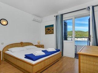 Room Pokrivenik, Hvar (S-2069-e)
