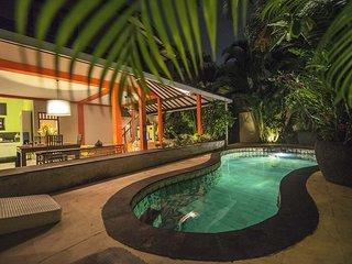 Tropical 2 Bedrooms Private Pool Villa Near KuDeta Beach Club