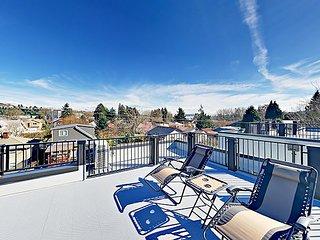 New Georgetown 3BR w/ Rooftop Patio, Skyline & Mt. Rainier Views