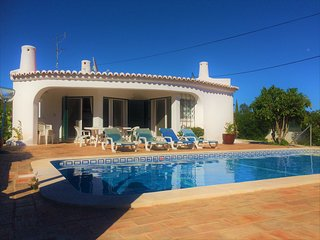 Splendid 2 Bed Villa With Jacuzzi & Heated Pool Walking Distance From Amenities