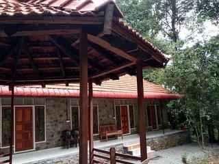 Parijatham heritage homestay is located near karadipara view point.