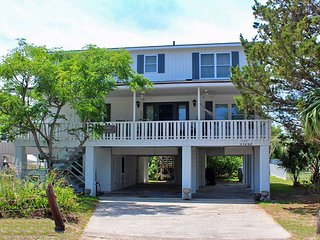PILOT Family Beach House - 2nd Row, Litchfield Beach