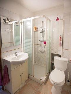 1 salles de bain dans chaque chambres