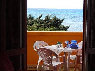Gallipoli appartamento sul mare, vista mare, con affaccio sulla spiaggia.