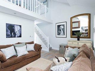 Luxury 2BR Multi-Level Home Near Fulham