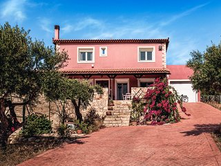 Villa Elise, Beautiful Cretan house with Private Pool, Aircon and Wifi