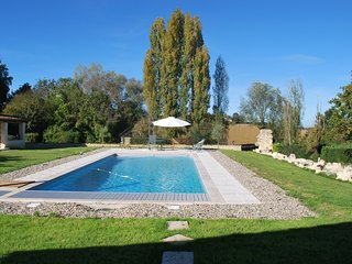 Renovated country house sleeps 6. Large pool, peace and tranquility