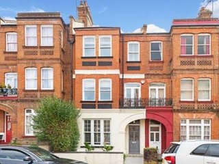 Central London Victoria style House for 20+ people