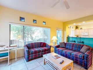 Bright and modern resort condo with shared pool, hot tub and onsite golf!