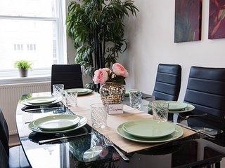 Stunning  Queensway Apartment - SGS
