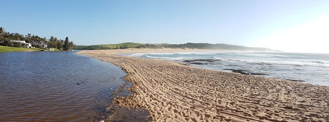 The special feature of the Zinkwazi main beach is the spit of land between river and sea