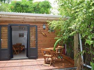 location bungalow equipe  tout confort et climatise dans un endroit luxuriant