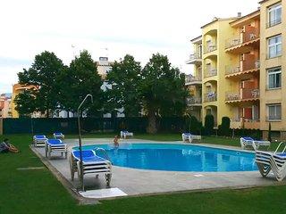 Apartment Mirablau baixos, Empuriabrava. 3 communal swimming pools. Beach 50m