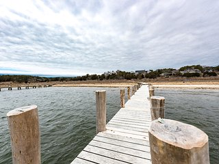 BONOH - Premier Edgartown Bay Waterfront Location, Heated Pool, Private Dock, Ma