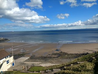 Fife Coastal, Kinghorn apartment, forth views, mins from beach & near Edinburgh