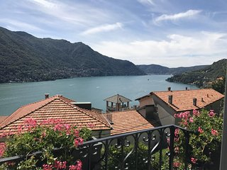 Moltrasio Villa con Piscina  Vista Lago