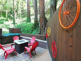 'Vino Velo'HotTub,Redwoods,Decks!5 min drive to town! 3for2 Midweek!July/Aug