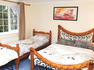 Da Vinci Guest House - Triple Room En-suit With Breakfast FREE Parking for daily