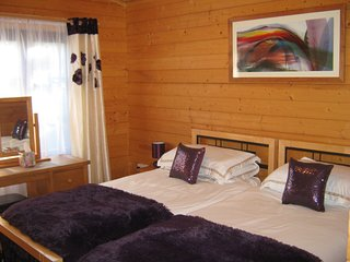 Holly Lodge Twin Bedroom