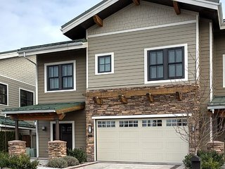 Seasons at Sandpoint - Large Lakefront Townhome - Great for Families & Groups