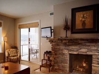 Seasons at Sandpoint - Beautiful Lakefront Condo - Pool, Hot Tub, Marina