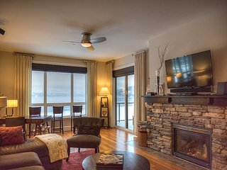 Seasons at Sandpoint - Modern Lakefront Condo on Top Floor - Best Views