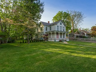 Five Bedroom Italianate Great House - The Gem of East Marion