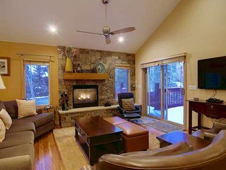 Private Entrance, Walk to Mtn, Steps to Hot Tub, 3 King Beds, 2 Living Areas, Fo