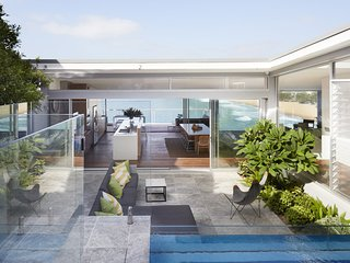 WHALE BEACH BLISS - Contemporary Hotels