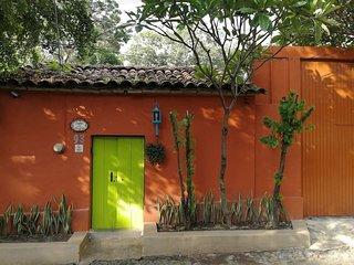 Casa tipo mexicana, a 5 minutos del centro historico, WiFi, Aire, remodelada