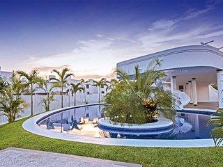 7 Linda Casita en Coto nuevo por la zona hotelera con casa Club y vigilancia