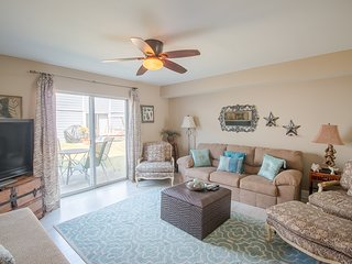 Comfortable 2 BR Condo near Beach w/ WiFi, Parking & Complex Pool Access