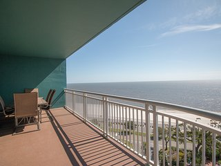 Beach View Condo w/ WiFi, Resort Pool & Fitness Center Access