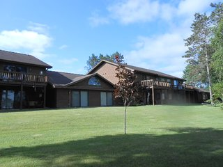 Eagle Pointe Villa-On Lake-Snowmobile & Bike Trls