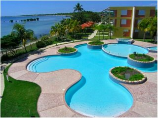 Beautiful Oceanfront apartment Free WIFI, Pool, in Natural Reserve