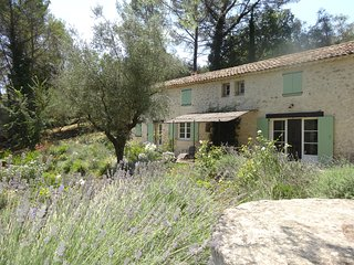 Beautiful old stone villa, 10 minutes from the beach