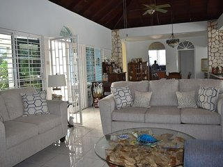 Seadrift Villa w/ private pool, great entertainment space, easy walk to beach.