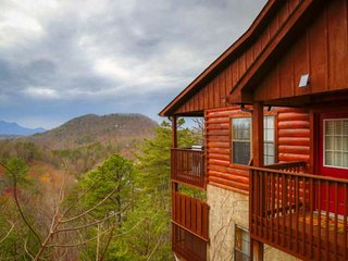FREE NIGHTS Falcons View - Amazing Views, Great Location, Indoor Pool, Hot Tub,