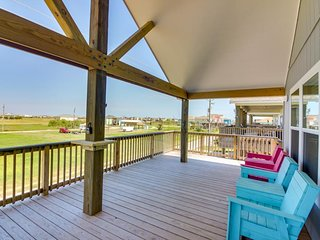Family-sized beach house with a deck, steps from the shore - dogs welcome!