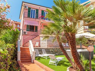 Villa Magnolia - Costarainera - Sky Apartment