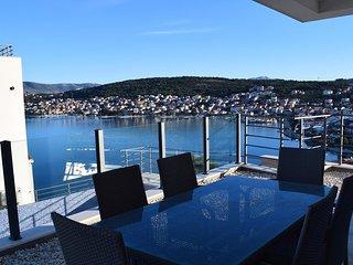 Luxurious Apartment Mango with pool and seaview near the beach EOS CROATIA