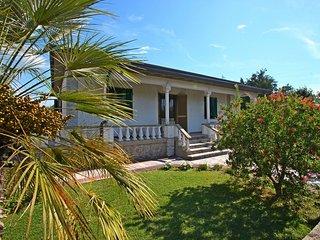 3 bedroom Villa in Capanne-Prato-Cinquale, Tuscany, Italy : ref 5586277