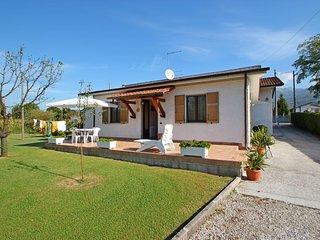 2 bedroom Villa in Capanne-Prato-Cinquale, Tuscany, Italy : ref 5586276