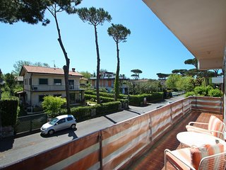 2 bedroom Apartment in Motrone di Versilia, Tuscany, Italy : ref 5586318