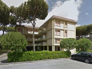 Lido di Camaiore Apartment Sleeps 5 with Air Con and WiFi