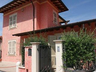 3 bedroom Villa in Forte dei Marmi, Tuscany, Italy : ref 5586331