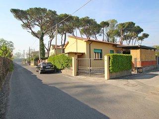 2 bedroom Villa in Marina di Massa, Tuscany, Italy - 5586362