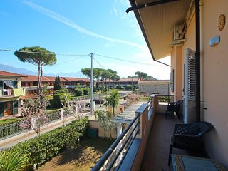 3 bedroom Apartment in Capanne-Prato-Cinquale, Tuscany, Italy : ref 5586354