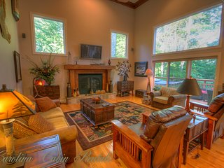 21 Linville Ridge Main Living Area, Comfortable, Upscale Furnishings, Mountain Decor