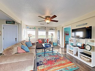 'Little Seasar's Palace' - 3BR w/ Ocean-View Deck, Walk to Beach
